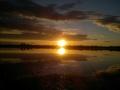 Ilta-aurinko järvellä