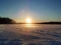Auringon lasku mökillä
