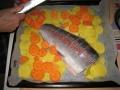 Saa sitä kalasta hyvää ruokaakin. Tässä kirjolohi kohta valmiina uuniin