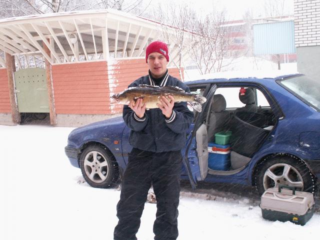 kuvassa Samzadude (kuha 3240g) verkkoreissulta armisvedeltä mukana team JyPystä myös Tumi81&Ilkka81
