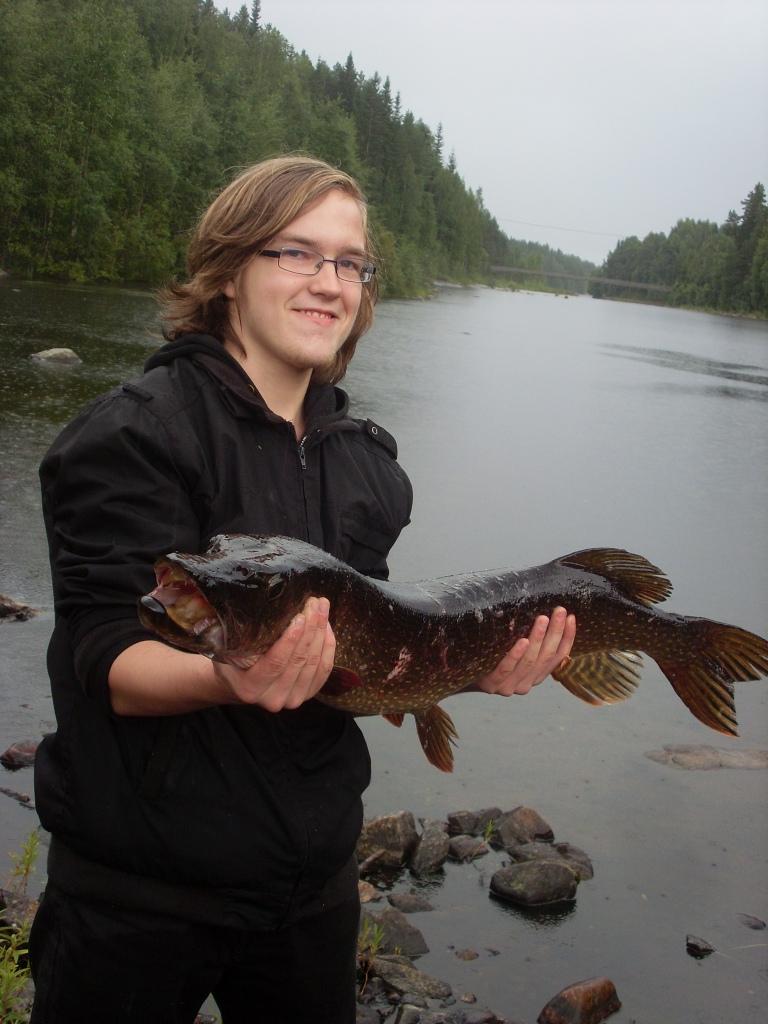 5,5kg hauki ja ylpeä kalastaja asiaankuuluvalla ilmeellä :D