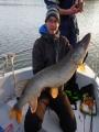 Eilisen suurin, 10,7 kg/110 cm. Harmi vaan että ilmeisesti kala irtosi spinnerbaitista ja jäi kääntyessään kyljestä kiinni. :( Periaattessa enkkakala mutta ei tätä nyt voi arvostaa kovin korkealle...