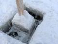 Riittävästi jäätä. Sahattu 33cm, ja tuuralla piti vielä hakata noin 15cm.